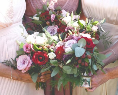 bridesmaids bouquets with red roses