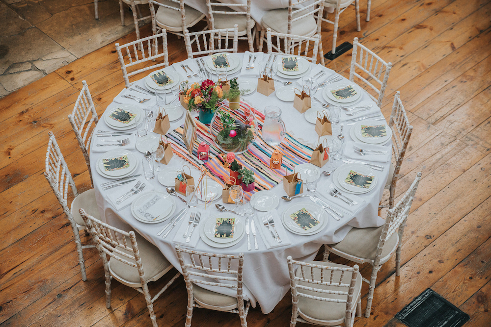 wedding round table, colourful decoration