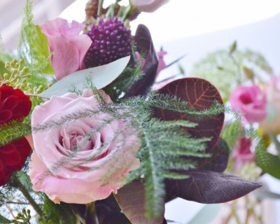 dusky pink wedding flowers, roses, aliums and lisianthus