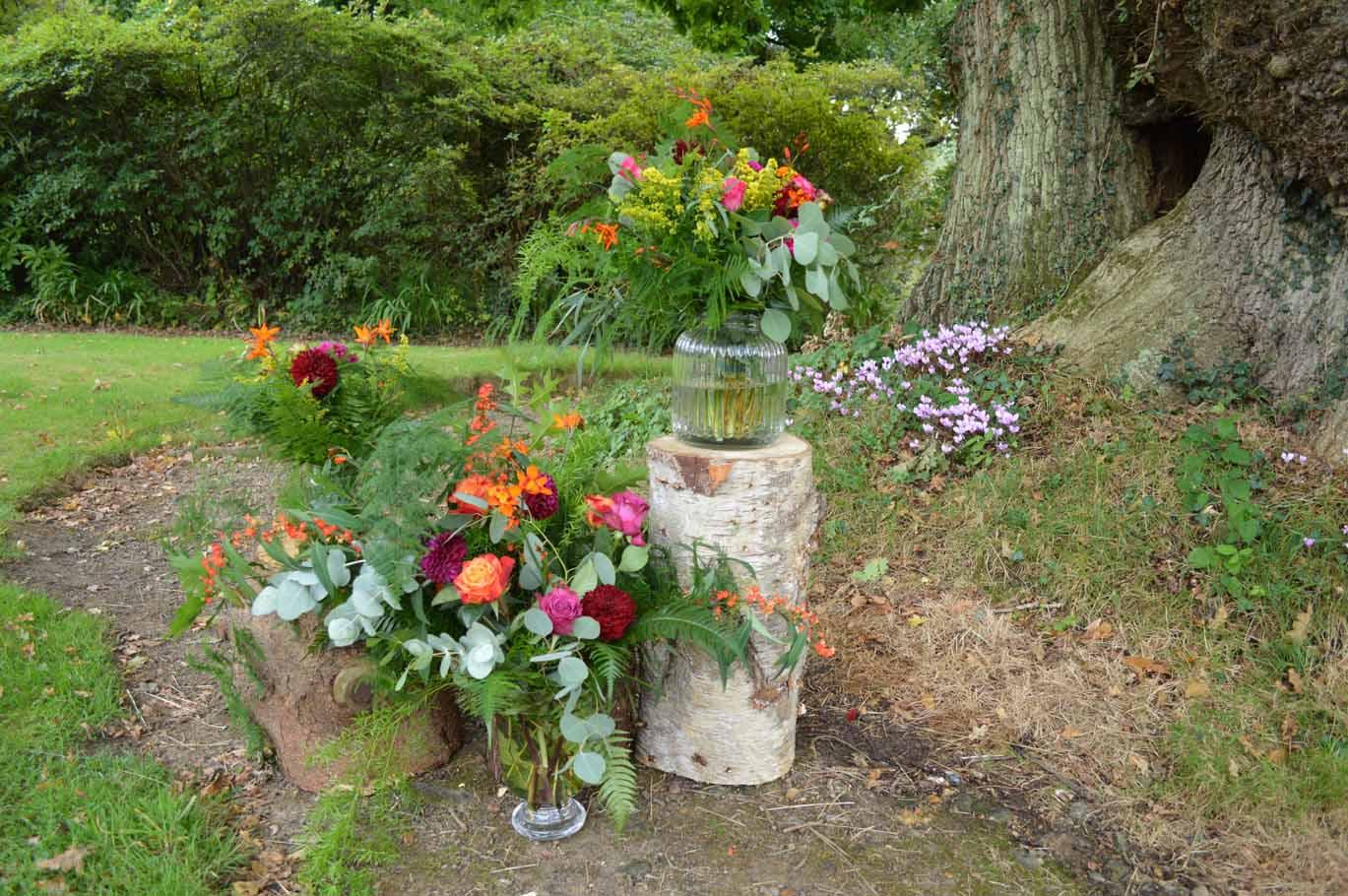 natural outdoor wedding flowers