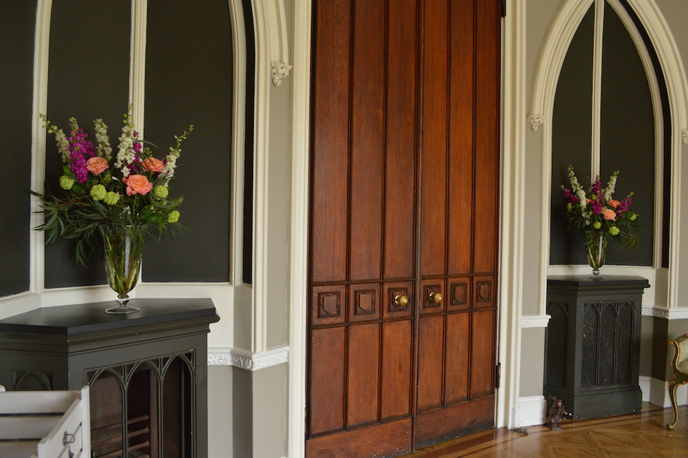 alcove flowers at nonsuch mansion