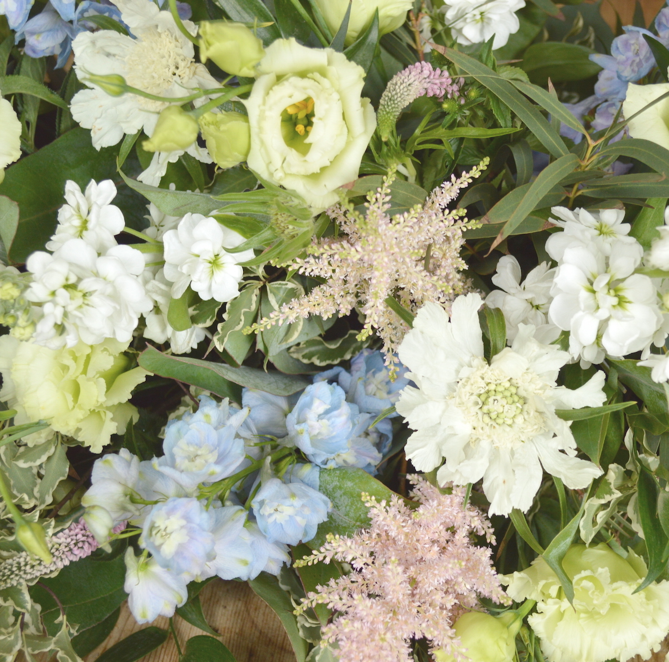 vintage style flowers for june wedding