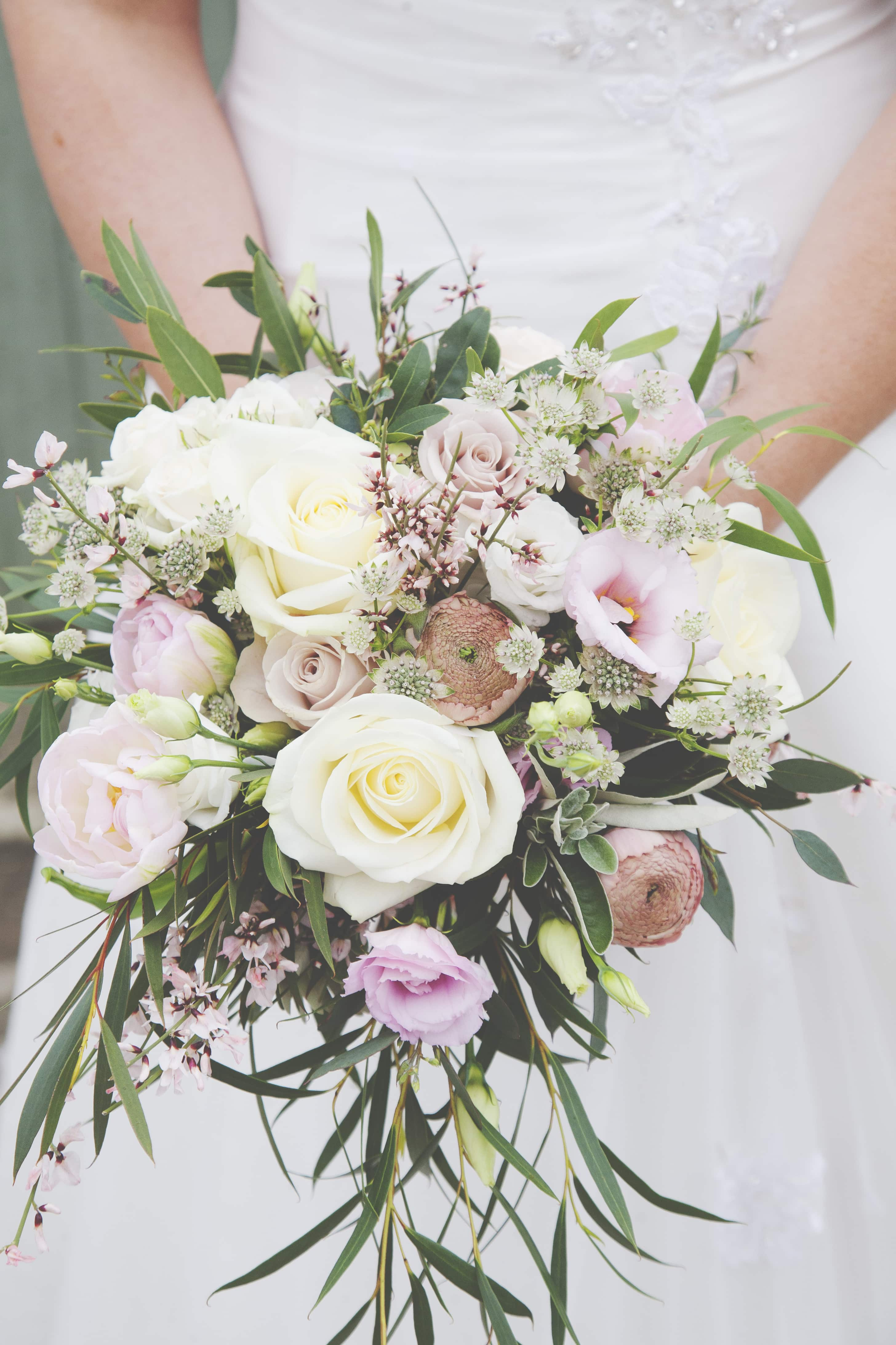 pink and white spring wedding flowers